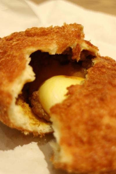 とろ~り半熟卵カレーパン