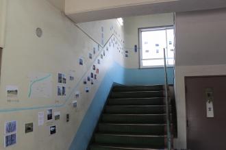 旧中原図書館別館階段の展示