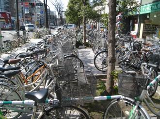 武蔵小杉タワープレイス前の違法駐輪