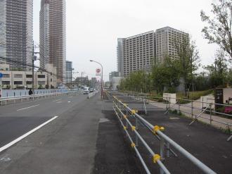 電線の残る東京機械側(左)と地中化されたリエトコート側