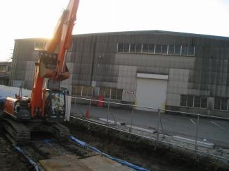 第二工場前の工事現場のショベルカー
