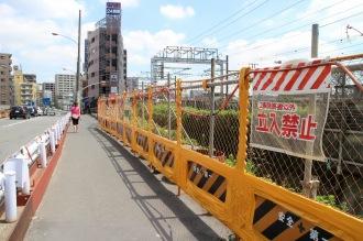 拡幅工事が進む上丸子跨線橋