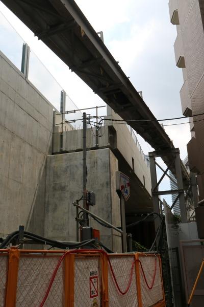 側道建設前に撤去が必要な仮設のライフライン