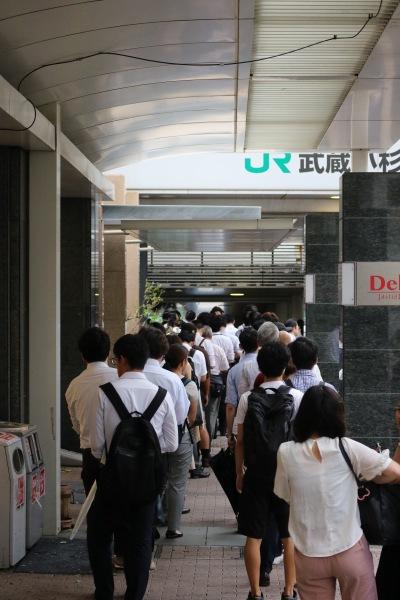 JR武蔵小杉駅の行列