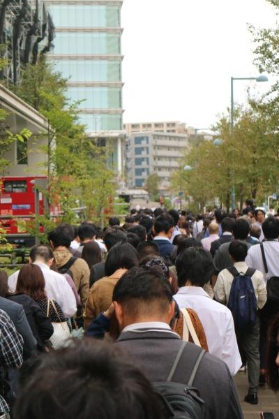 15日朝の武蔵小杉新駅の行列
