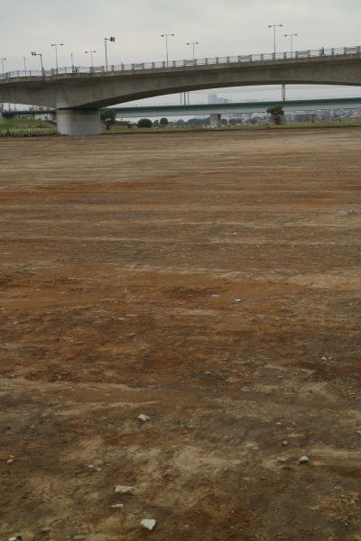 土が撤去された丸子橋第1グラウンド
