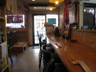 「沖縄料理 うちなー」の店内