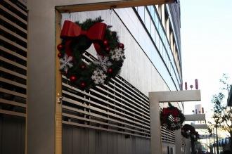 ららテラス武蔵小杉のクリスマスリース飾り
