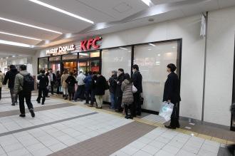 「ケンタッキーフライドチキン武蔵小杉東急スクエア店」の行列
