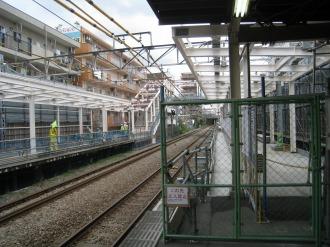 南武線ホームから見る横須賀線武蔵小杉駅連絡通路