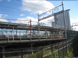 現地から見える横須賀線武蔵小杉駅のホーム