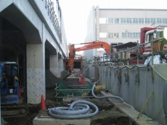 NEC玉川事業場側から改札口への通路