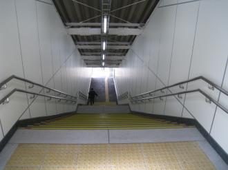 上りホーム側の階段