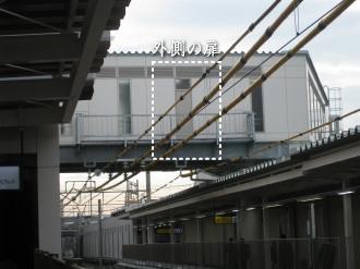 跨線橋の外側の扉