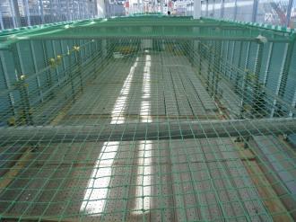 工事中で封鎖されたエスカレーター