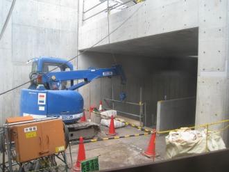 連絡通路のトンネル入口