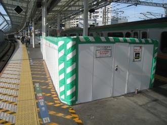 横須賀線武蔵小杉駅ホームの工事中エスカレーター