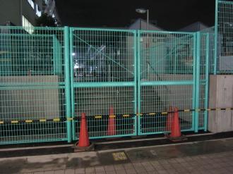 NEC玉川事業場専用出入口のフェンス