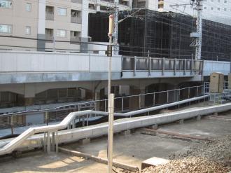 横須賀線武蔵小杉駅ホームから見えるポール