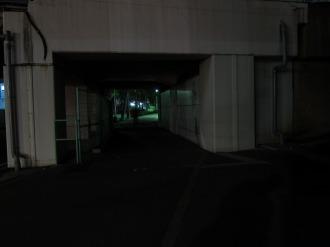 現在のガード下(夜間)