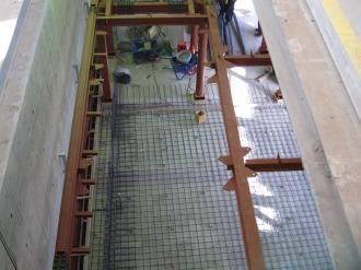 エスカレーター設置箇所とホーム下の通路