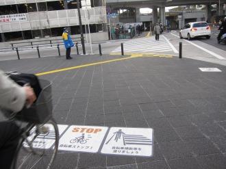 横須賀線武蔵小杉駅の自転車マナー表示