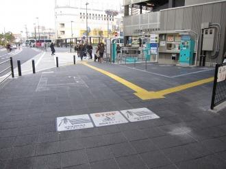 駐輪場前の自転車マナー表示