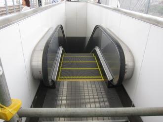 横須賀線ホーム北端のエスカレーター
