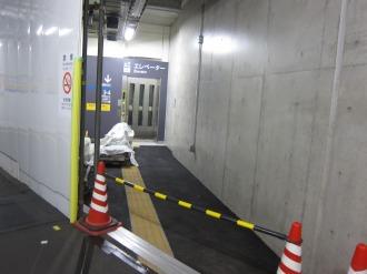 南武線寄りのエレベーター