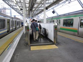 横須賀線ホームのエスカレーター