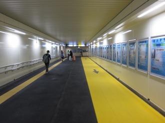 横須賀線武蔵小杉駅連絡通路の地下トンネル
