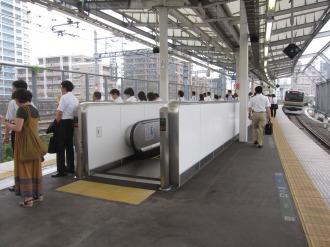 新設されたエスカレーター(横須賀線ホーム)