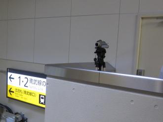 JR東日本によるラッシュ時連絡通路のビデオ撮影