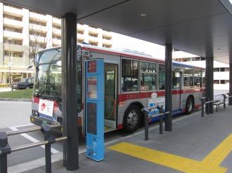 フロンターレカラーになった2番バス停