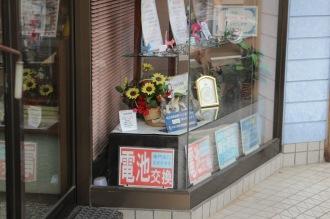 吉岡時計店のショーウインドウ