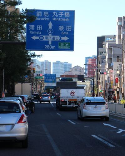 中原街道・雪が谷大塚駅前から見える武蔵小杉のタワーマンション